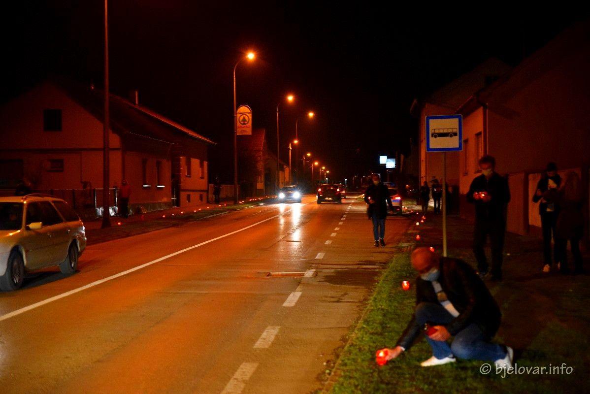 Vukovarska ulica u Bjelovaru osvijetljena svijećama: Sjećanje na Vukovar i Škabrnju