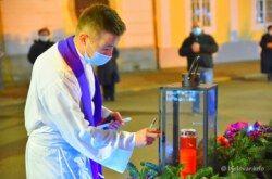 (FOTO) Korona kriza nije omela Bjelovar da zasja u predblagdanskom ozračju – Upaljena i prva adventska svijeća