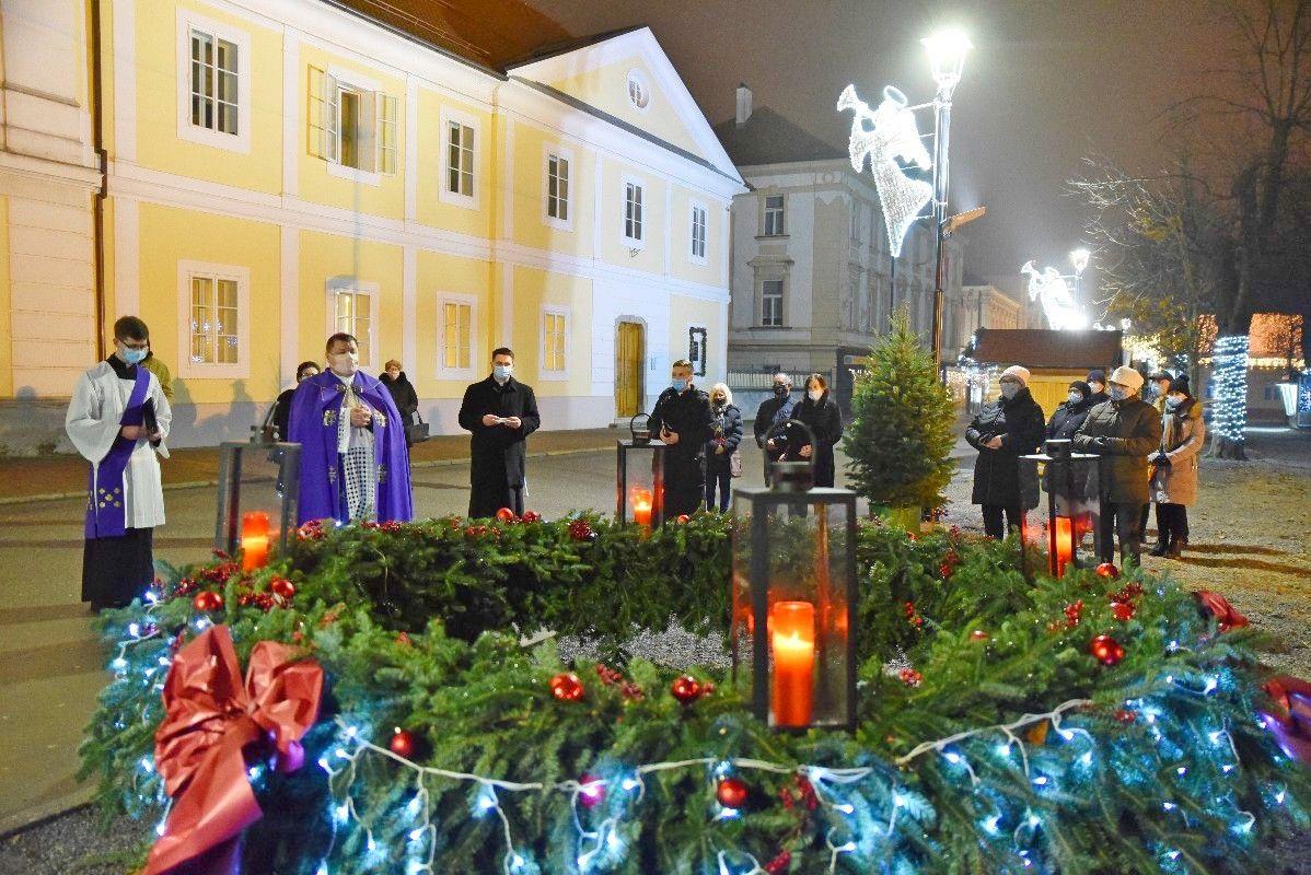 FOTO Upaljena i četvrta adventska svijeća u Bjelovaru - bjelovar.info