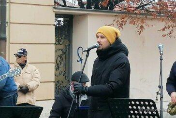 (FOTO) Korona kriza nije zasjenila Božićni koncert u Bjelovaru – Dokaz je 'Ulična božićna priča'