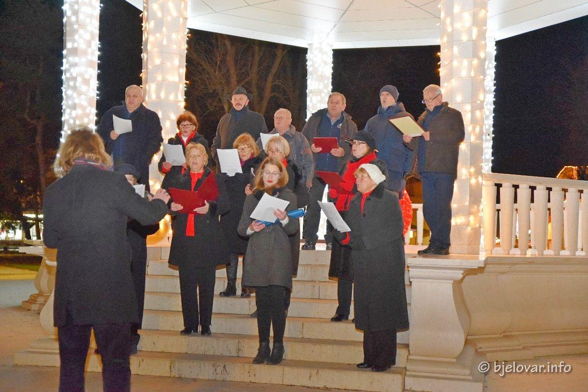 (FOTO) Božićni koncert HORKUD Goluba: Tradicija koja se ne zaboravlja!