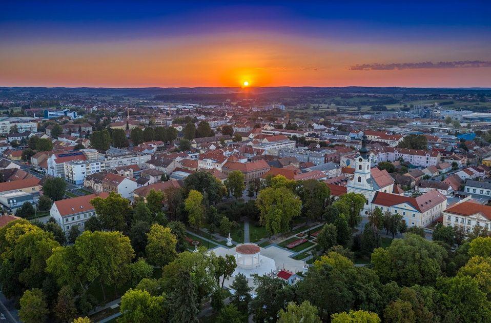 Pogled na Bjelovar iz zraka pokazuje pravilan raspored ulica