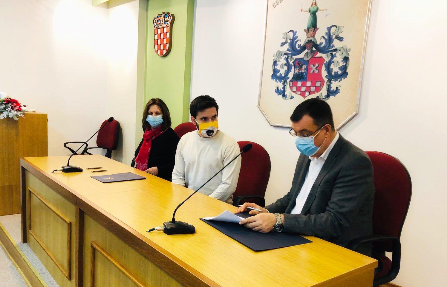 Župan Damir Bajs potpisao ugovore s NOVIM STIPENDISTIMA - Potpisano 18 novih ugovora