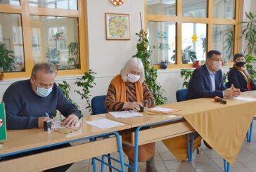 (FOTO) Kreće temeljita obnova škole u Đulovcu i sportske dvorane – Potpisan ugovor s izvođačem radova