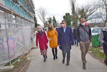 (FOTO) Energetska obnova ŠKOLE U KAPELI ide prema planu: Župan Bajs obišao radove
