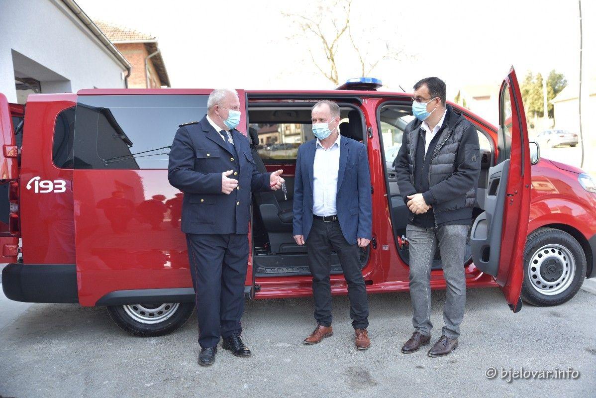 (FOTO) Stiglo novo vatrogasno vozilo u DVD Ivanska
