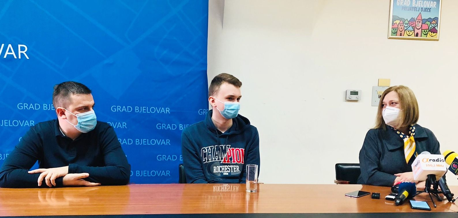 Državnog prvaka iz kemije Dejana Tomića i njegovu mentoricu primio gradonačelnik Hrebak