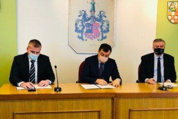 SVE NA VRIJEME – U Županiji potpisani ugovori za beskamatno kreditiranje proljetne sjetve našim poljoprivrednicima