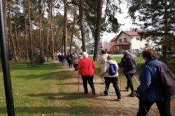 (FOTO) Projekt Bjelovarskog centra pokazao se kao pun pogodak: U nordijsko hodanje uključilo se 87 umirovljenika