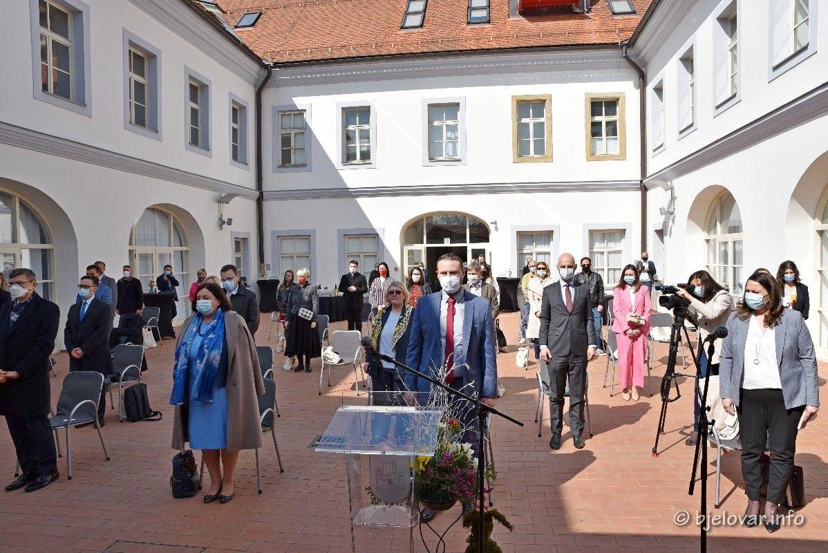 (FOTO) Bjelovar su danas posjetili brojni veleposlanici povodom otvorenja izložbe 'Uskrs u Europskoj uniji'
