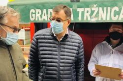[LOKALNI IZBORI] Damir Bajs kandidat za župana prikupljao potpise potpore na bjelovarskoj tržnici