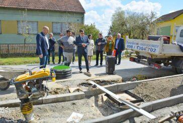 DARUVAR - Obnovljen most u Vrbovcu, gradi se nogostup u Ljudevit Selu - Župan obišao radove