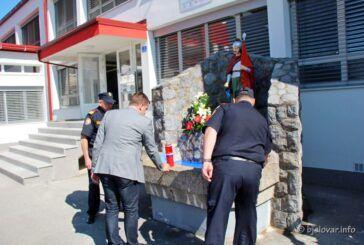 BJELOVAR – Obilježen Dan vatrogasaca: Položili cvijeće pokraj kipa sv. Florijana