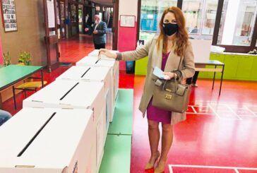 Otvorena biračka mjesta, glasovala kandidatkinja za gradonačelnicu Danijela Hajdinjak Prihić