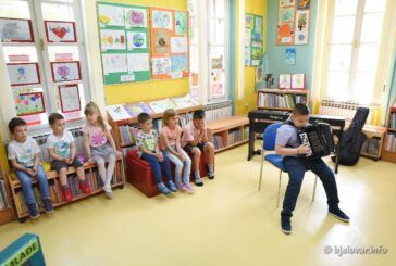 [FOTO] Na Dječjem odjelu bjelovarske knjižnice otvorena izložba 'Umjetnik - to sam ja'