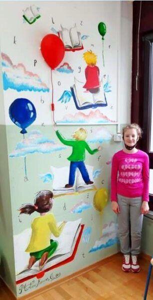 Martina sa svojim radom okomita slika 1