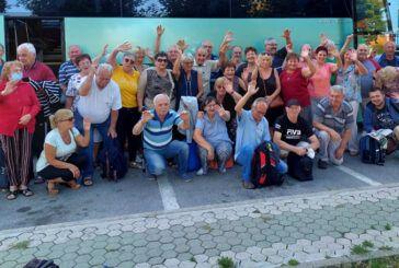 (FOTO) Bjelovarski slavuji vodili umirovljenike u terme Jezerčica
