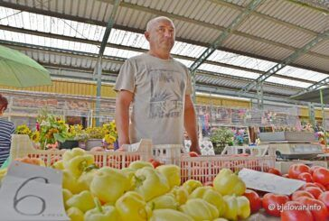 Bjelovarska tržnica: Vlasnici lokalnih OPG-ova u borbi sa sušom – Rezultat – slabiji urod i povećanje cijena povrća