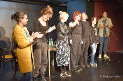 Sinoć je u Bjelovarskom kazalištu prikazana drama 'Čitanje NJE: Sigurna kuća'