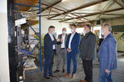 Župan Marko Marušić posjetio uspješnu čazmansku tvrtku Intra Lighting – Najavljen novi investicijski projekt od 3 milijuna eura